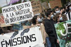 Manifestação para pedir ao governo maior alcanço nas leis contra o aquecimento global, em 9 de maio de 2021 (Sebastien SALOM-GOMIS/afp)