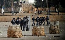 Confrontos entre palestinos e policiais israelenses na Esplanada das Mesquitas em Jerusalém (Ahmad Gharabli/AFP)
