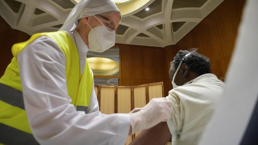 Vacinação na Sala Paulo VI