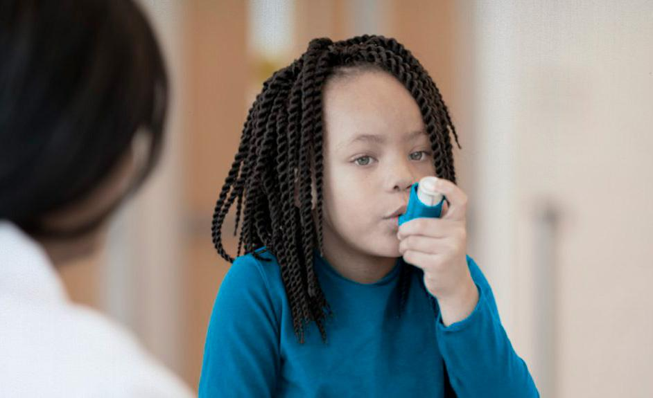 A asma não tem cura, mas pode ser controlada por meio de exercícios e medicamentos