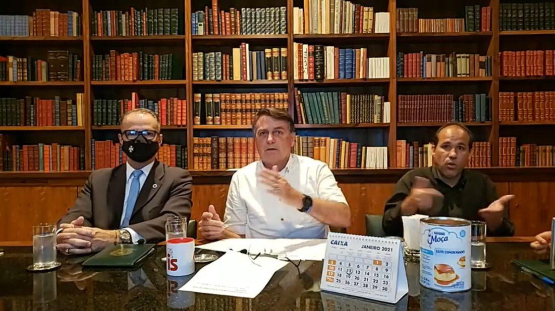 Barra Torres ( à esq) participa de live com Bolsonaro