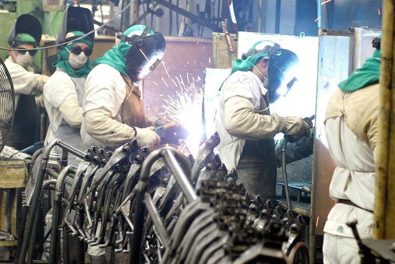 As indústrias metalúrgica, farmacêutica e química estão na dianteira