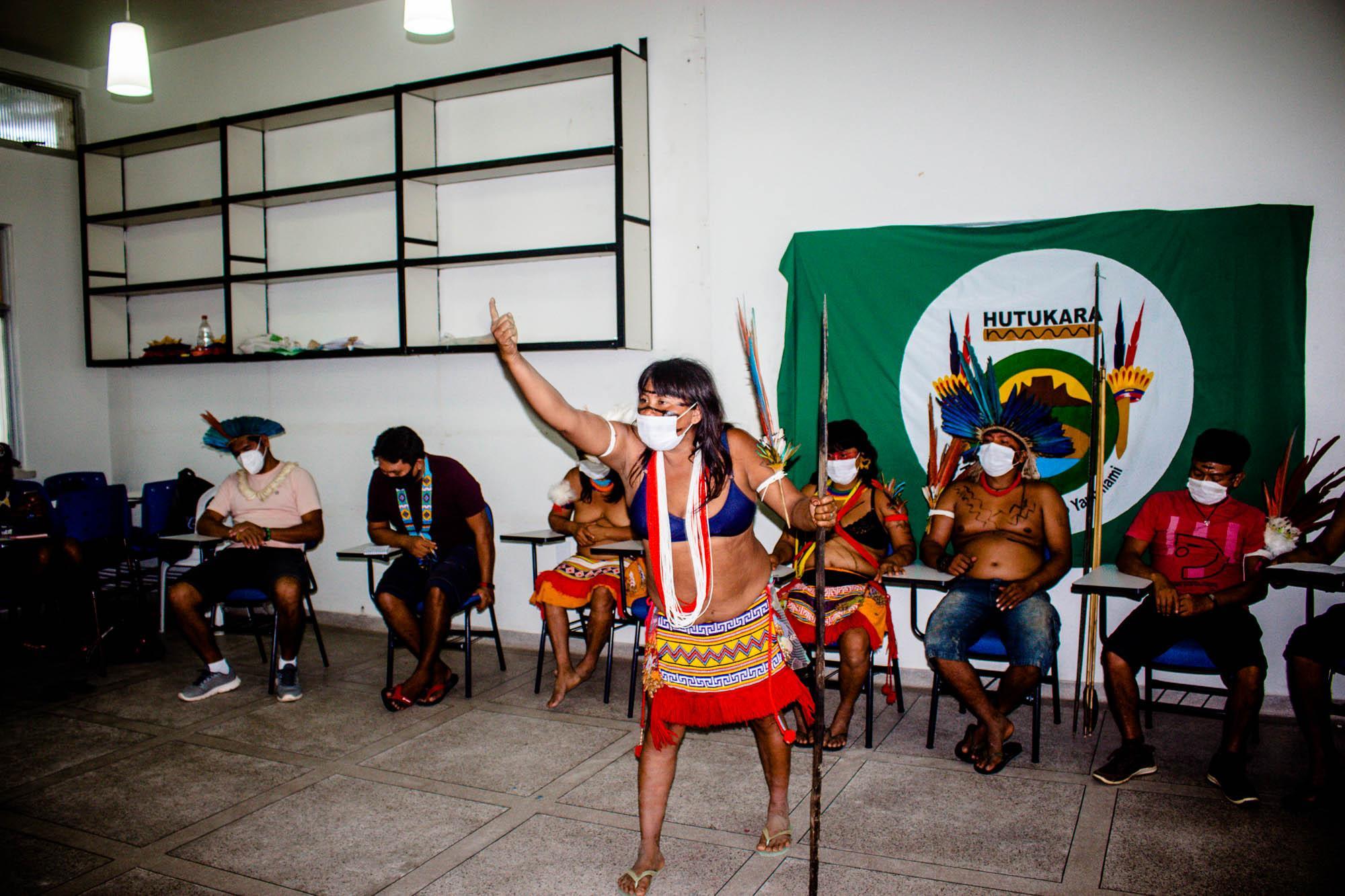 Lideranças Yanomami falam pela primeira vez dos ataques que sofrem desde dia 10 de maio