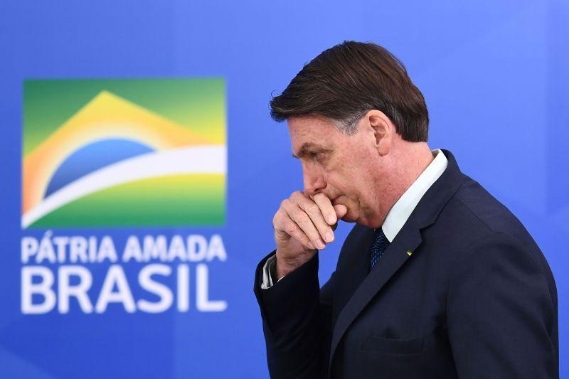 Bolsonaro deixou o PSL em novembro de 2019 após desavenças com Luciano Bivar. O principal motivo para a saída foi a briga por causa do controle do caixa da legenda