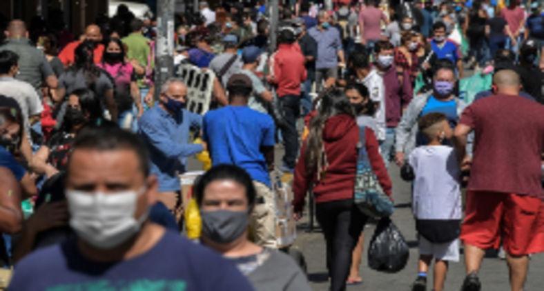 Estamos em bolhas que parecem que nunca serão rompidas ainda mais quando levamos em conta a morosidade para combater o vírus que caracteriza esse desgoverno genocida (Nelson Almeida/AFP)