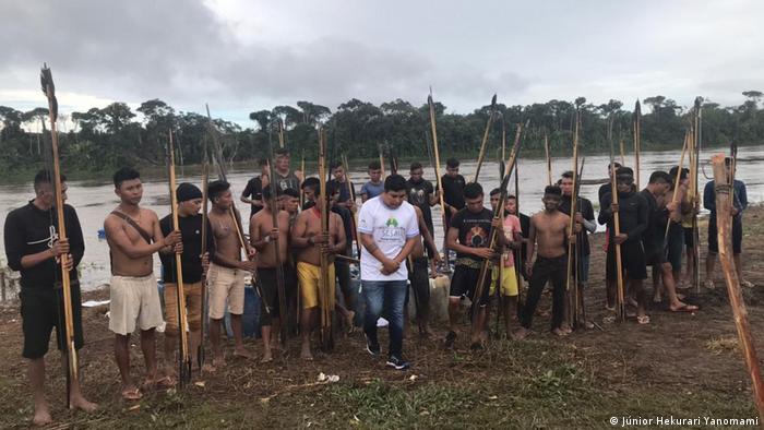 Indígenas na comunidade yanomami de Palimiú, em Roraima, que vem sendo alvo de ataques de garimpeiros