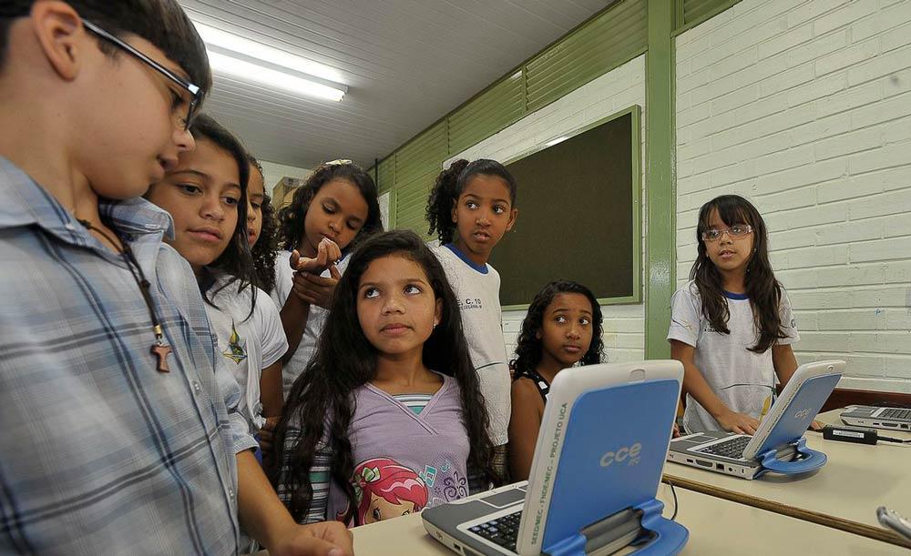 Minoria na Câmara critica o projeto por não universalizar o acesso à internet