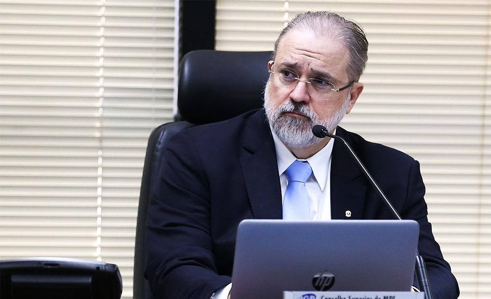 Aras se irritou ao saber pela imprensa da busca e apreensão em endereços de Ricardo Salles
