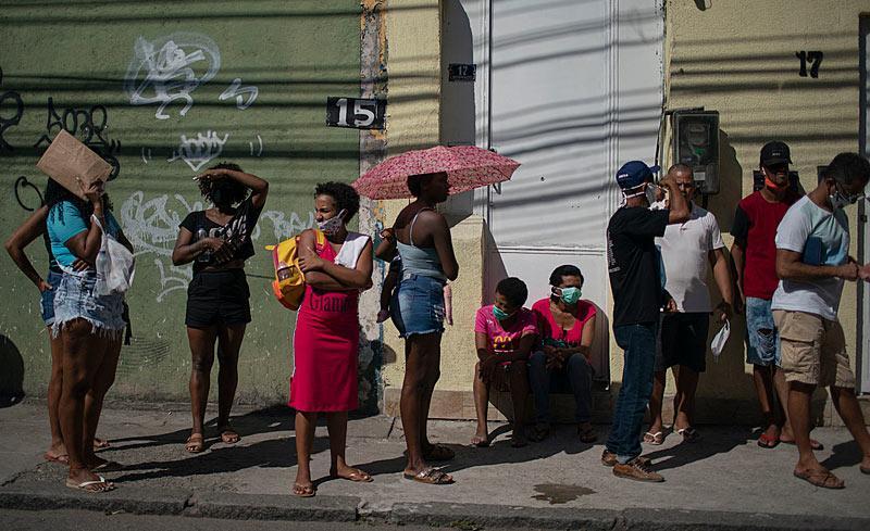 Fila de pessoas em busca de trabalho, em São Paulo: todos os índices tiveram piora