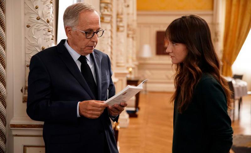 Fabrice Luchini interpreta o prefeito de Lyon, que conta com a assessora Alice, vivida por Anaïs Demoustier