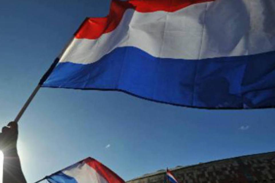 Com tudo isto meus amigos, acabo de crer uma coisa e o público holandês também: esses partidos não são sérios e só fazem campanhas com acusações ao candidato que eles consideram o mais forte e o possível vencedor das eleições