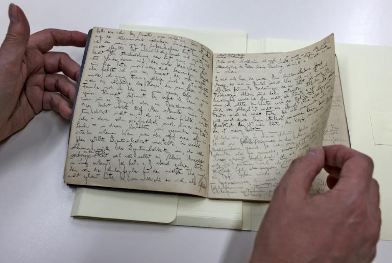 Algumas páginas de um manuscrito original de Franz Kafka, da Biblioteca Nacional de Israel, em Jerusalém, 31 de maio de 2021