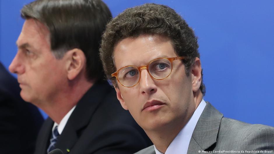 Bolsonaro e Ricardo Salles. Ministro chegou a defender que governo deveria aproveitar que a imprensa estava distraída com a pandemia para desmontar mecanismos de preservação