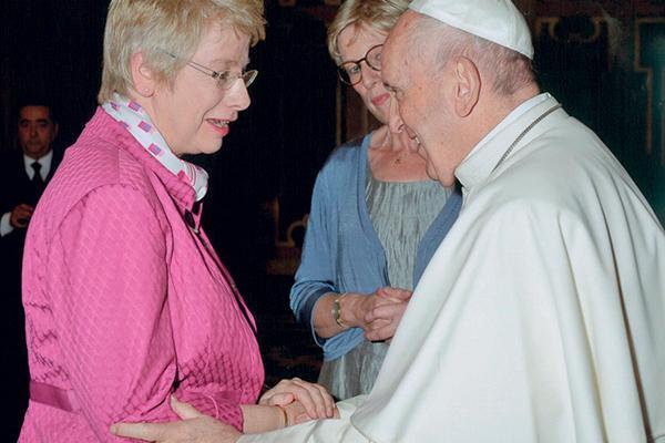 Professora Myriam Wijlens com papa Francisco
