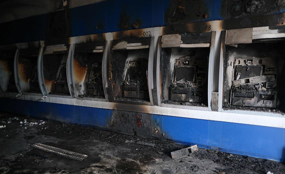 Os marginais também atiraram contra a sede do Sinetram e incendiaram ao menos um caixa eletrônico na capital amazonense