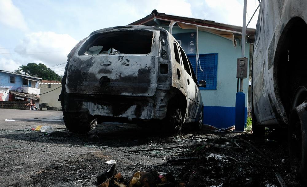 Desde a noite de sábado (5), criminosos iniciaram uma série de ataques a prédios públicos em Manaus, entre eles uma Unidade Básica de Saúde (UBS)