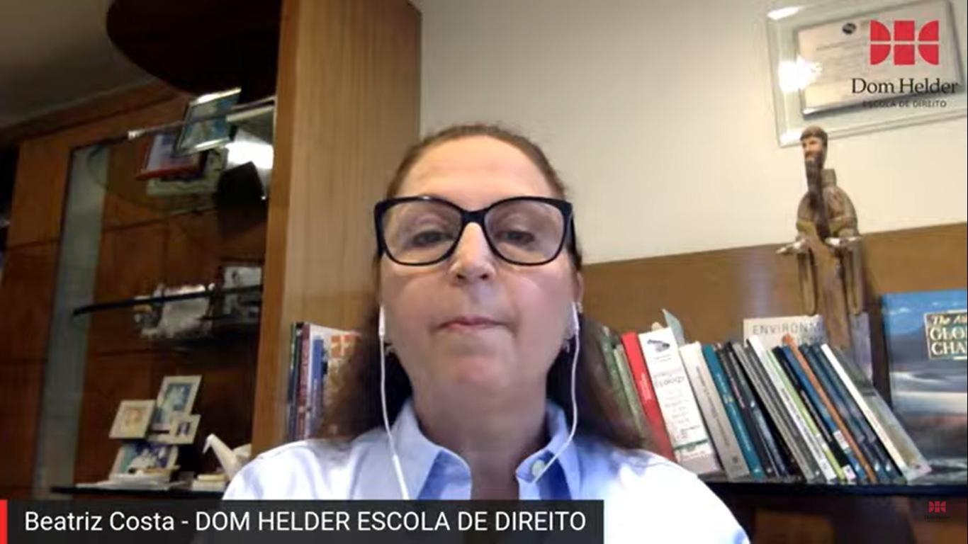 Beatriz Costa, professora da Pós-Graduação da Dom Helder, iniciou a live.