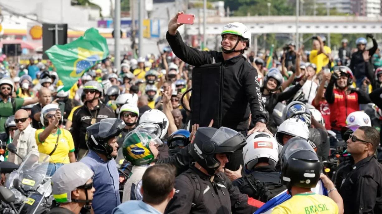 Presidente Jair Bolsonaro durante passeio de moto na cidade do Rio de Janeiro, em 23 de maio