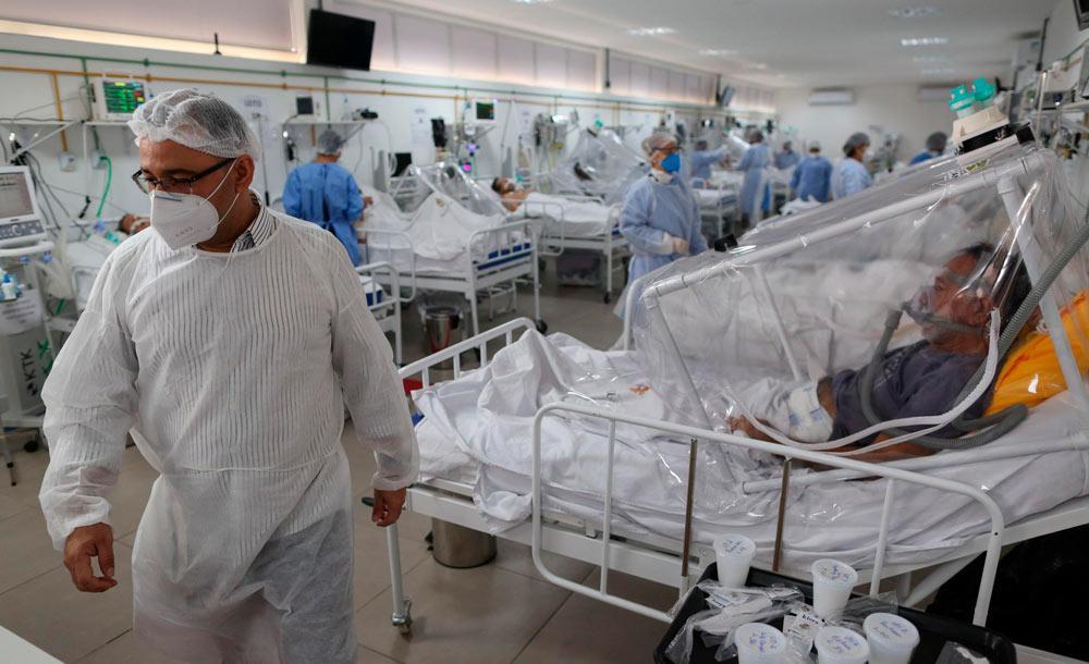 Médicos exaustos e escassez de leitos indicam que o sistema de saúde está no limite