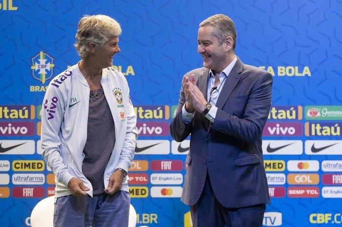 Rogério Caboclo ao lado da técnica Pia Sundhage