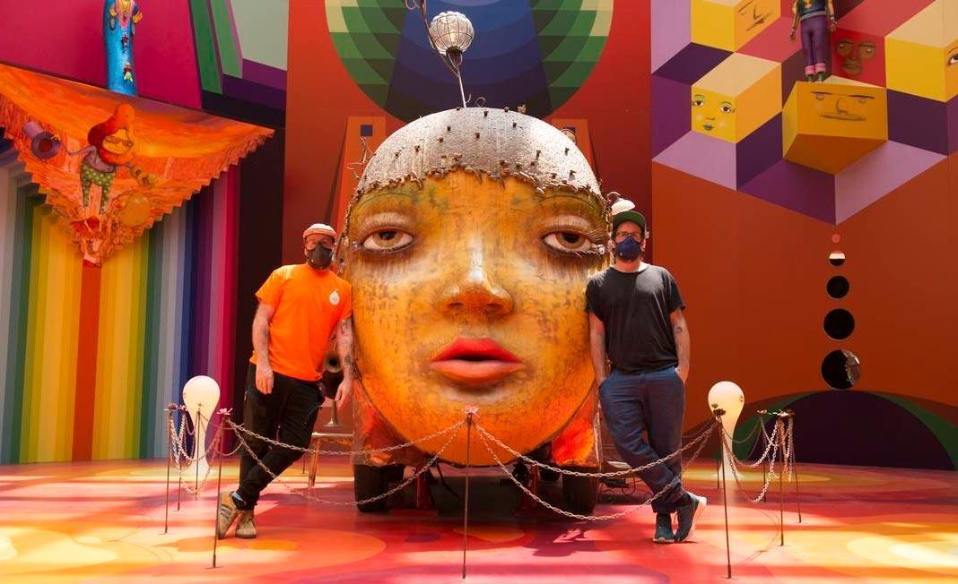 A dupla OSGEMEOS conduz o documentário com cenas gravadas na Pinacoteca de SP