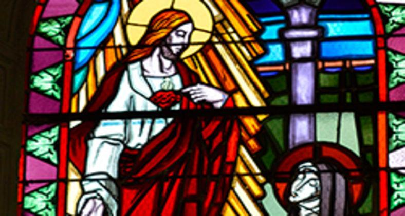 Vitral do Sagrado Coração de Jesus em sua aparição à Santa Margarida Maria (Pixabay)