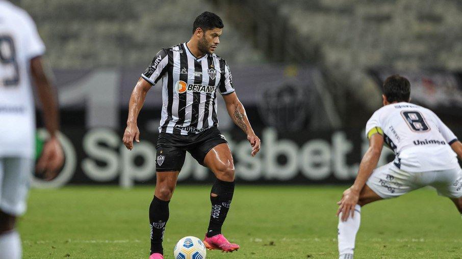 Alvinegro fez 2 a 1 no rival paraense com um gol do zagueiro Réver e outro de Hulk