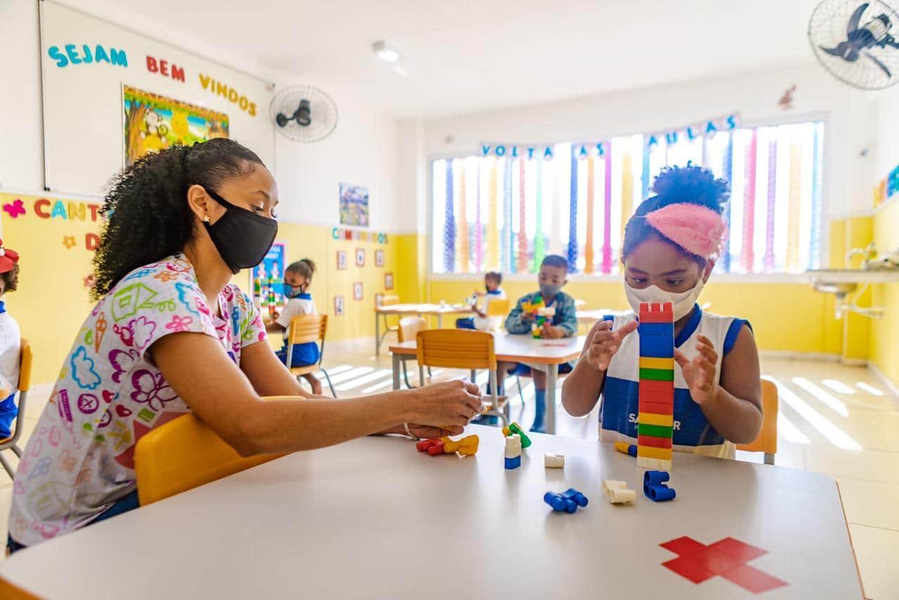 Em algumas cidades, como Belo Horizonte, apenas crianças até 6 anos retomaram as aulas presenciais neste ano