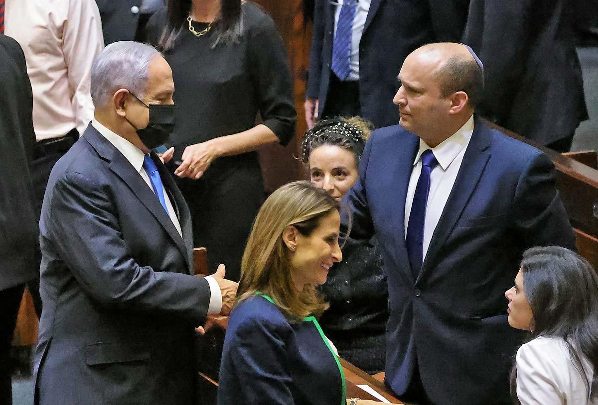 Netanyahu cumprimenta Bennet após eleição no parlamento