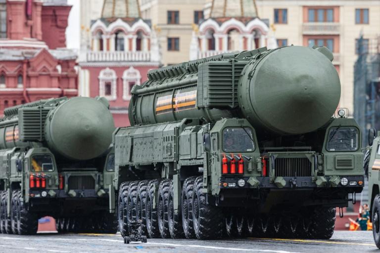 El número de armas nucleares efectivamente desplegadas en misiles o al interior de las fuerzas operacionales, también se incrementó, aumentando en 105 unidades en un año, a 3.825 cabezas