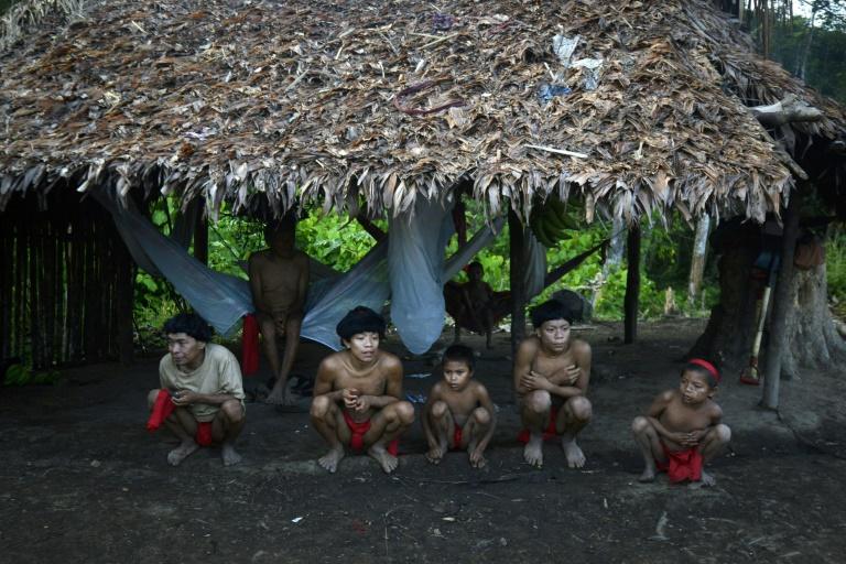 Indígenas yanomamis na comunidadr de Irotatheri, em setembro de 2012