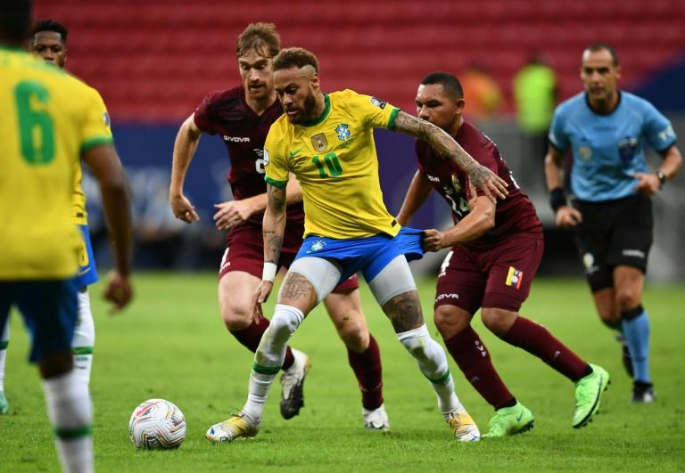 Lance da partida entre Brasil e Venezuela, pela Copa América: seleção visitante teve surto de Covid
