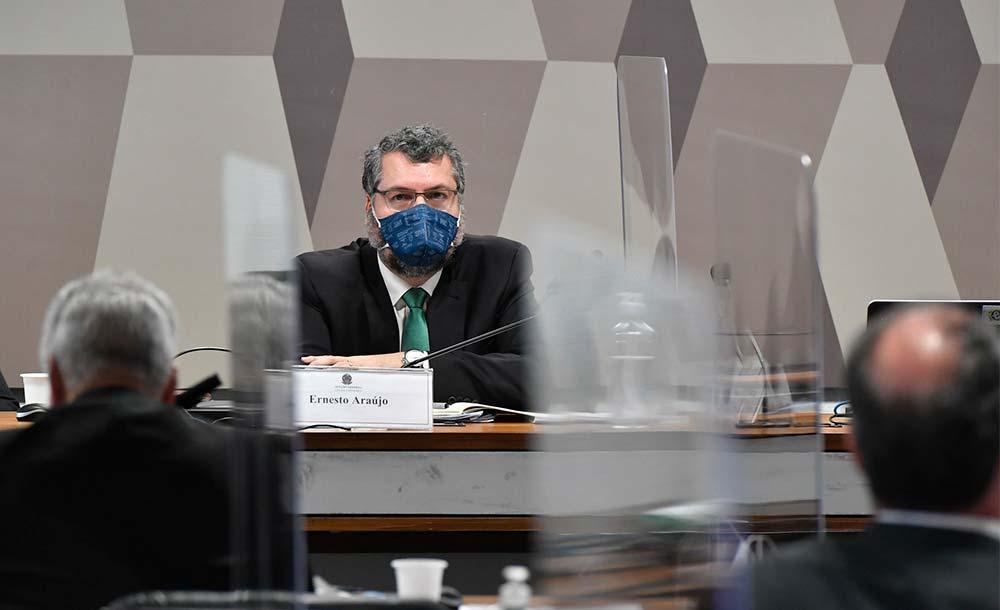 O esforço brasileiro pela cloroquina continuou mesmo após pesquisas apontarem a ineficácia do medicamento no combate à Covid-19