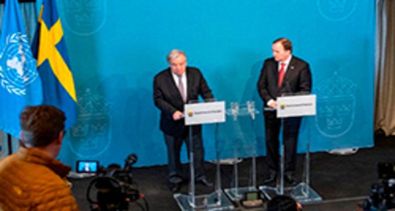 O secretário-geral da ONU, António Guterres (E) e o primeiro-ministro sueco Stefan Lofven em entrevista coletiva em Estocolmo em 2018. Na ocasião, tratariam da questão dos refugiados (Jonathan Nackstrand/AFP)