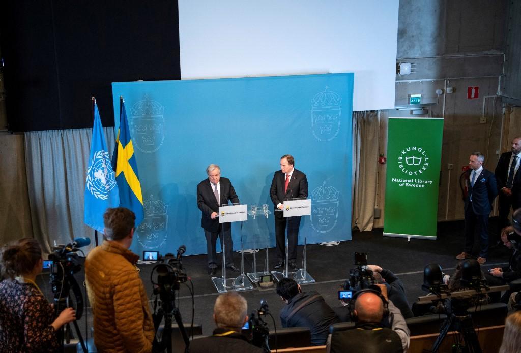 O secretário-geral da ONU, António Guterres (E) e o primeiro-ministro sueco Stefan Lofven em entrevista coletiva em Estocolmo em 2018. Na ocasião, tratariam da questão dos refugiados