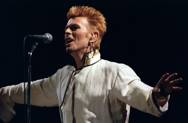 David Bowie se apresenta em festival de rock na capital francesa