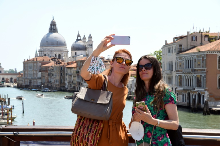 (Arquivo) Turistas na 'Ponte dell'Accademia', em Veneza, Itália