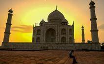 Vigia do Taj Mahal, em frente ao emblemático monumento indiano, ao amanhecer (Money Sharma/AFP)