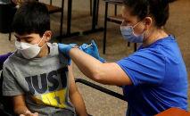 A mudança de rumo em relação ao Programa Nacional de Imunização ocorre quatro dias após a autorização pela Anvisa de uso do imunizante da Pfizer em adolescentes de 12 a 15 anos (Spencer Platt/Getty Images/AFP)
