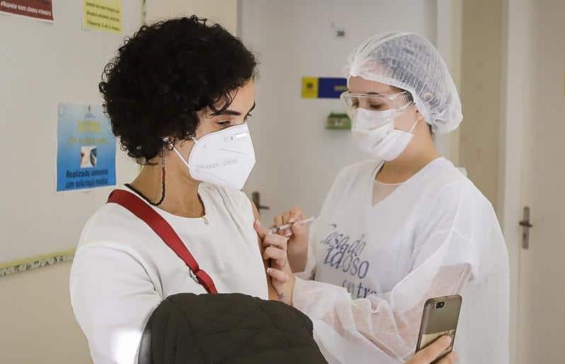 Vacinação contra Covid de profissionais da educação básica em São Paulo