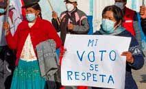 Partidários do candidato Pedro Castillo protestam em defesa do resultado das urnas (AFP)