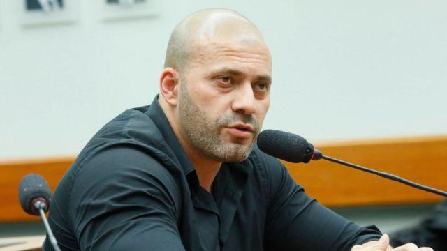 Em abril, Daniel Silveira virou réu por grave ameaça, crime tipificado no Código Penal, e por incitar a animosidade entre o tribunal e as Forças Armadas