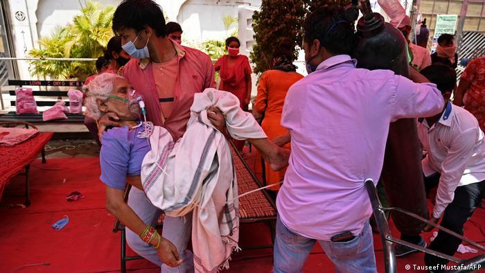 No pico da segunda onda, a Índia chegou a registrar mais de 400 mil novos casos por dia