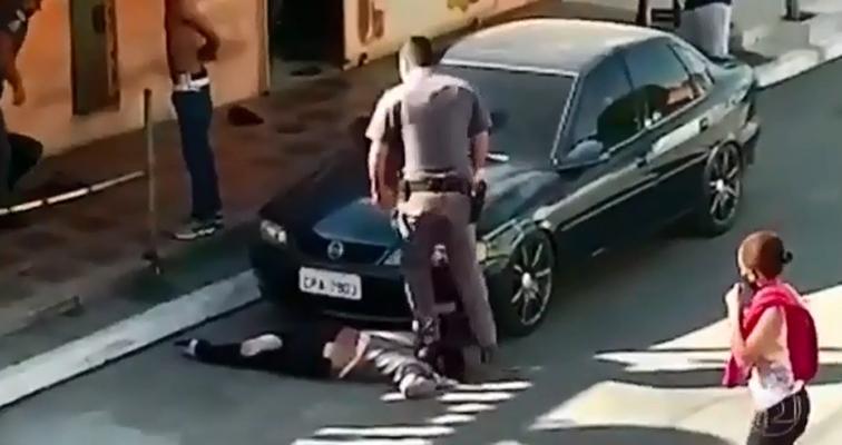 Agressões foram filmadas e divulgadas nas redes sociais