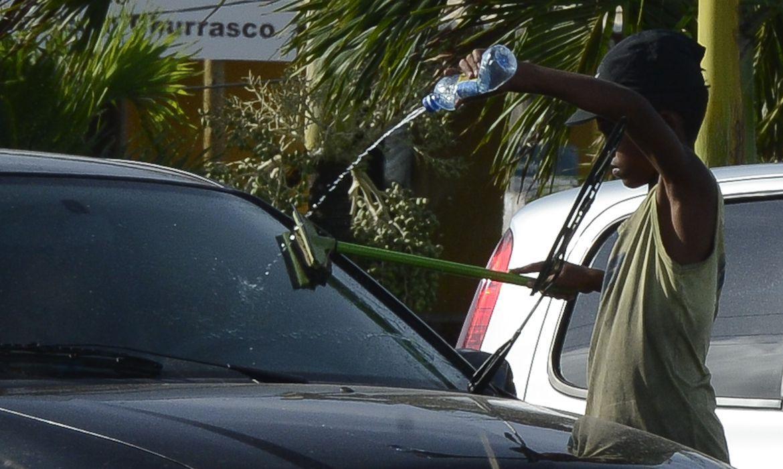 Mais crianças brasileiras estão nas ruas trabalhando