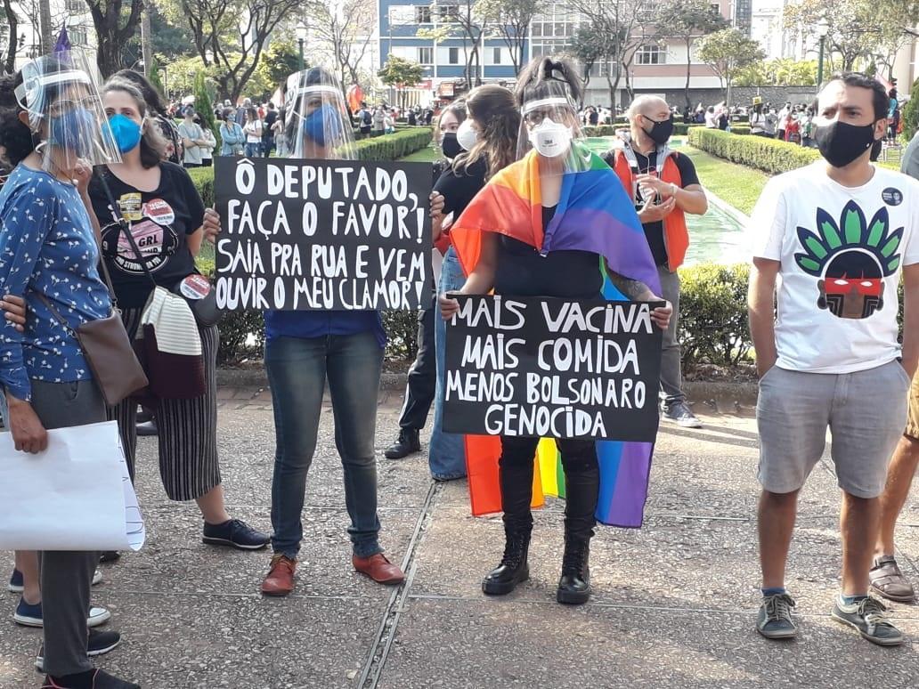 Manifestantes em Belo Horizonte pediram mais comida e mais vacina