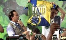 Bolsonaro exibe camisa com mensagem 'É melhor Jair se acostumando. Bolsonaro 2022' (Reprodução/TV Brasil)