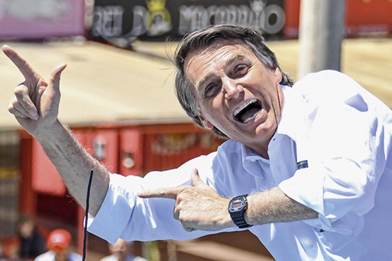 O presidente Jair Bolsonaro minimizou a pandemia do novo coronavírus, questionou medidas para combatê-la e a segurança das vacinas e promoveu remédios ineficazes contra a doença