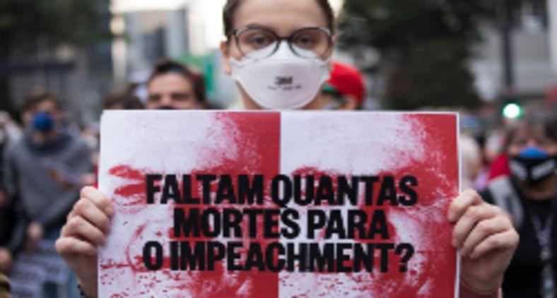 Manifestantes em protesto ao governo Bolsonaro, em São Paulo (Reprodução Fotos Públicas)