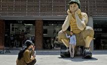 Escultura em homenagem ao personagem 'Chaves' na cidade colombiana de Cali (LUIS ROBAYO/Afp)